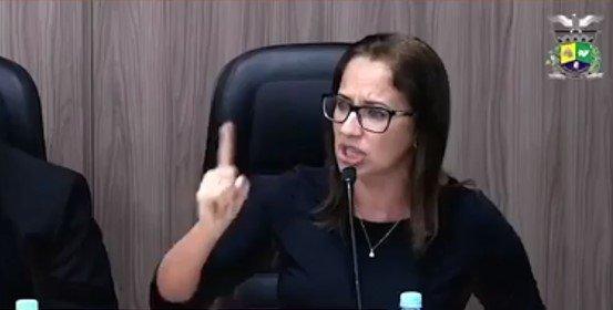 """VEREADORA: """"PÉSSIMO EXEMPLO, NÃO FOI LEGAL A LIBERAÇÃO DO PARQUE DE DIVERSÃO"""""""