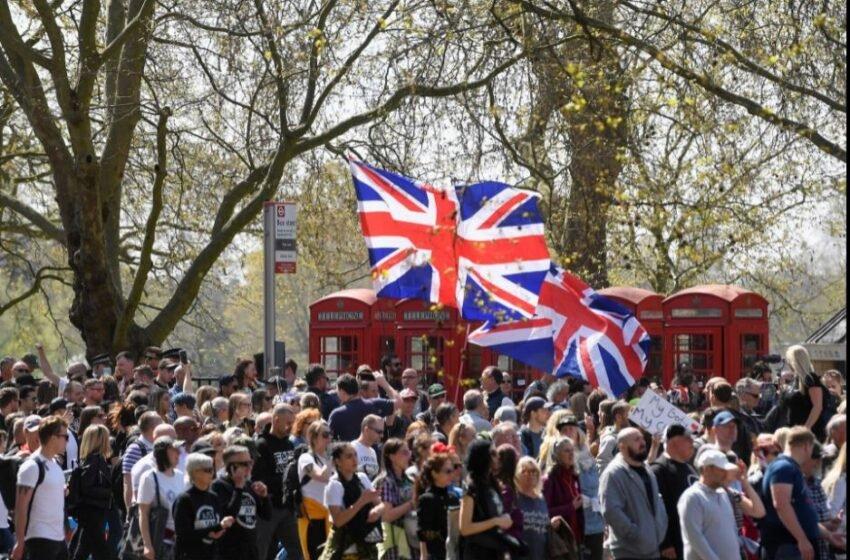 Manifestantes anti-lockdown desafiam restrições em marcha no centro de Londres