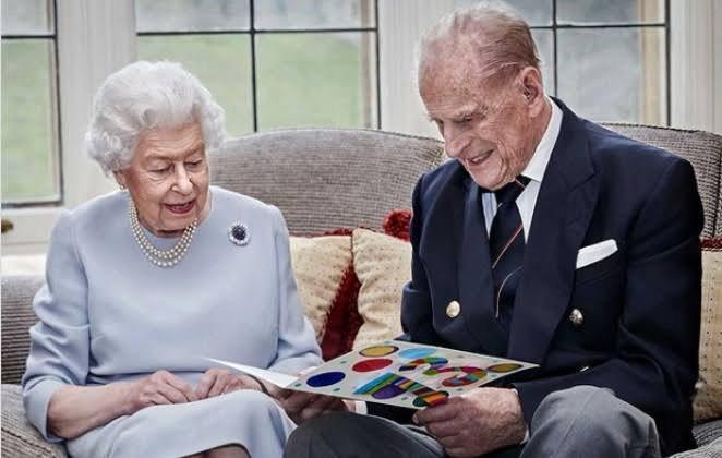 Morre, aos 99 anos, o Príncipe Phillip da Inglaterra