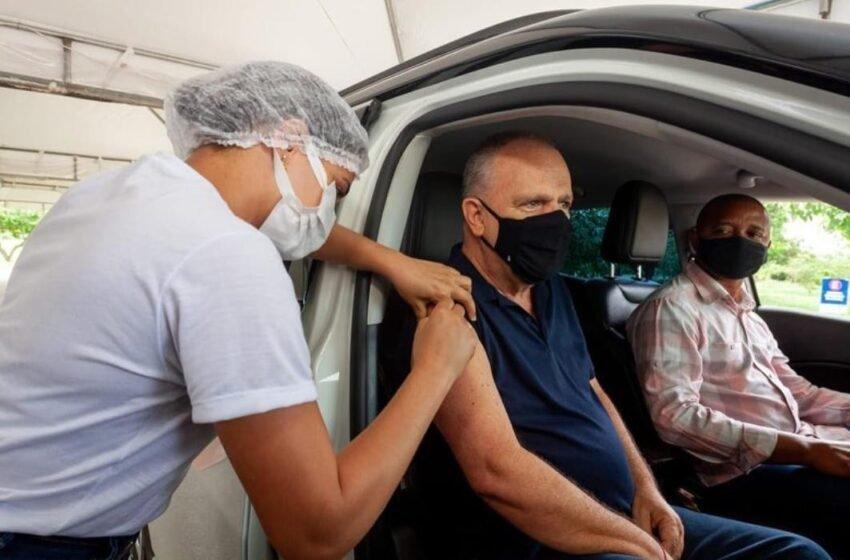 Governador de Sergipe, é vacinado contra covid-19
