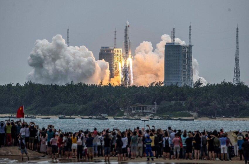 Destroços do foguete lançado pela China caem no Oceano Índico