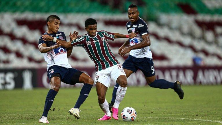 Fluminense perde para o Junior Barranquilla e deixa escapar chance de classificação antecipada na Libertadores