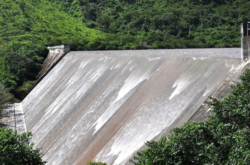Barragem do Jabeberi verteu neste sábado atingindo sua capacidade máxima
