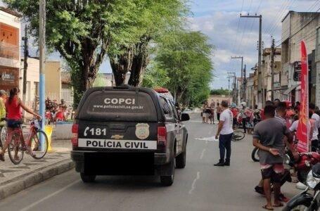Um menino de 12 anos morreu na tarde desta sexta-feira (7) no Centro da cidade de Tobias Barreto após cair embaixo da carreta.