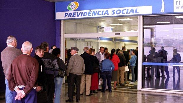 Economia: Governo antecipa 13º dos aposentados em duas parcelas