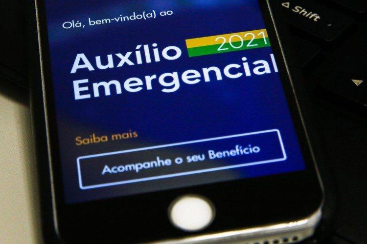 Auxílio emergencial será renovado por mais dois ou três meses, diz Paulo Guedes