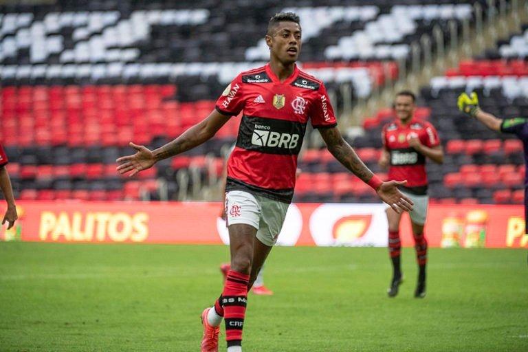 Flamengo vence o América-MG e segue 100% no Brasileirão