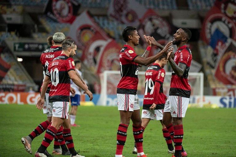 Com show de Bruno Henrique, Flamengo derrota o Fortaleza no Maracanã