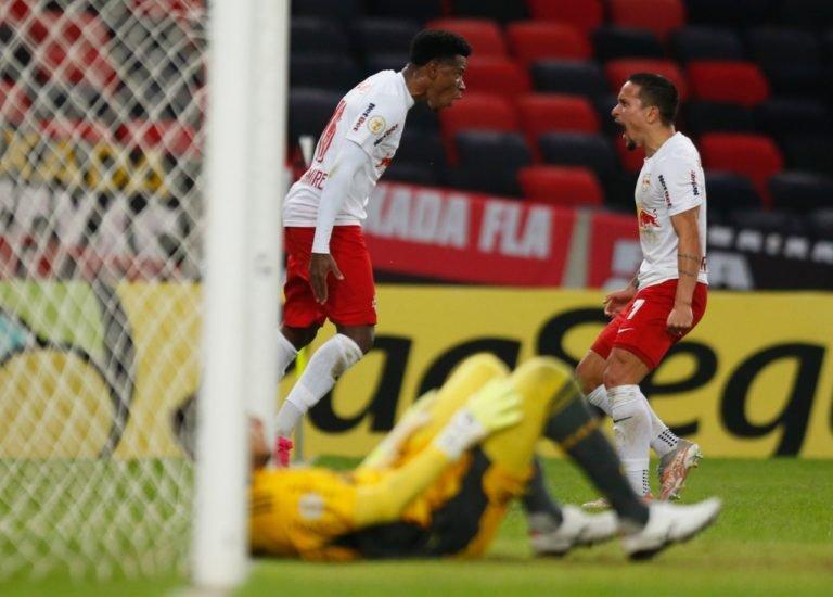 Flamengo leva gol no último minuto e perde para o Bragantino