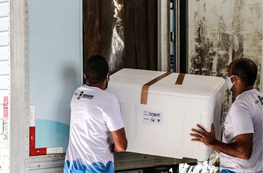 Sergipe inicia distribuição de cerca de 33 mil vacinas aos municípios