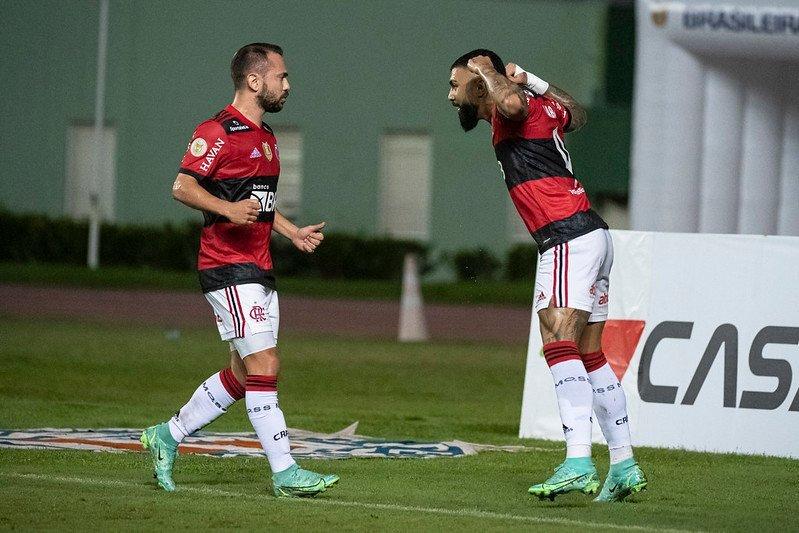 Gabigol marca três vezes e Flamengo atropela o Bahia no Brasileirão