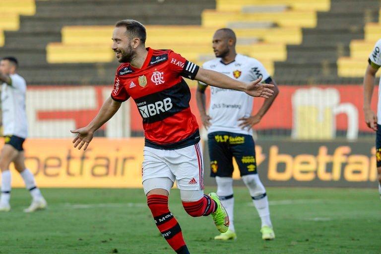 Flamengo derrota o Sport por 2 a 0 e reencontra o caminha da vitória no Brasileirão