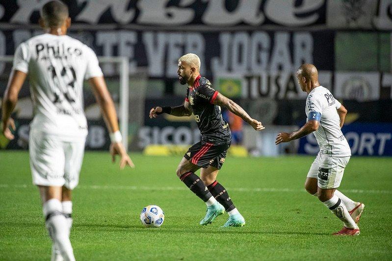 Com show de Gabigol, Flamengo atropela o Santos na Vila Belmiro