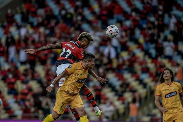 Flamengo vence o Barcelona-EQU e larga na frente na semifinal da Libertadores