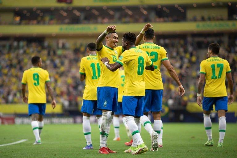Em noite brilhante de Raphinha e Neymar, Brasil goleia o Uruguai em Manaus pelas Eliminatórias da Copa do Mundo